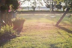 Oscillation vide de corde dans la lumière de début de la matinée photos stock