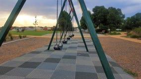 Oscillations du terrain de jeu des enfants Images libres de droits