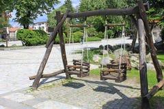 Oscillations en bois dans Bansko Photographie stock