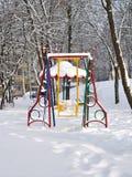 Oscillazione nell'inverno in neve Fotografie Stock Libere da Diritti