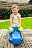 Oscillazione sveglia della bambina Fotografie Stock