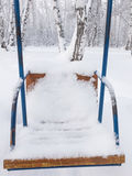 Oscillazioni coperte di neve fotografia stock