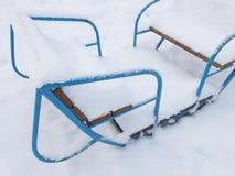 Oscillazioni coperte di neve fotografie stock libere da diritti