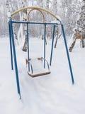 Oscillazioni coperte di neve immagine stock