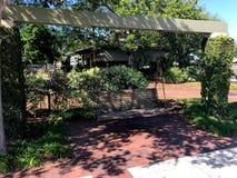 Oscillazioni di legno a Henry C Camere Memorial Park, Beaufort, Sc immagini stock