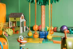 oscillazioni e giocattoli variopinti fotografia stock