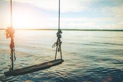 Oscillazioni fronte mare in bella natura Immagini Stock