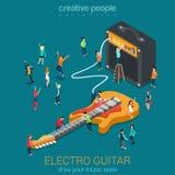 Oscilli la chitarra e l'amp combinati con la micro gente Fotografia Stock Libera da Diritti