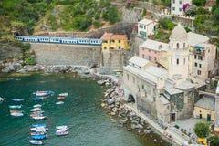 Oscilli la città dal mare con la ferrovia Fotografia Stock Libera da Diritti