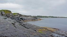 Oscilli la costa lungo la costa del Mare del Nord in Norvegia Fotografia Stock Libera da Diritti