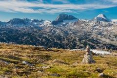Oscilli la scultura in una montagna delle alpi un giorno soleggiato Fotografie Stock Libere da Diritti