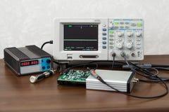 Oscilloskop för elektroniska signaler för kontroll arkivbilder