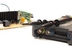 Osciloscópio moderno do sinal digital no branco fotos de stock royalty free