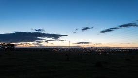 Oscuridad con un cielo azul hermoso Imagenes de archivo