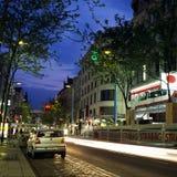 Oscuridad de la noche de la oscuridad de Viena de la calle del strasse de Mariahilfer Fotos de archivo libres de regalías