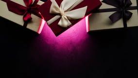 Oscuridad de lujo de la caja de regalo del partido del presente del misterio fotos de archivo