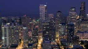 Oscuridad del lapso de tiempo del paisaje urbano de Seattle almacen de metraje de vídeo