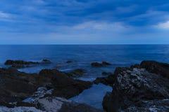 Oscuridad en el mar adriático en Croacia Imagen de archivo libre de regalías