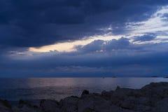 Oscuridad en el mar adriático en Croacia Fotos de archivo libres de regalías
