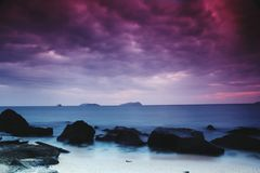 Oscuridad en la playa foto de archivo libre de regalías
