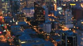 Oscuridad Pan Tilt Shift del lapso de tiempo del paisaje urbano de Seattle metrajes