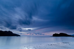 Oscuridad, playa de Datai, Langkawi, Malasia imagen de archivo