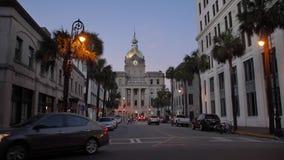Oscuridad que establece el tiro del ayuntamiento de la sabana almacen de video