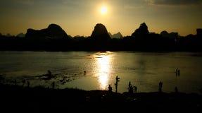 Oscuridad sobre Li River Fotos de archivo libres de regalías