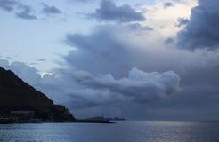 Oscuridad sobre Madeira imagenes de archivo
