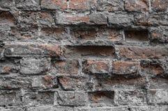 Oscurità in un vecchio muro di mattoni rovinato Fotografie Stock