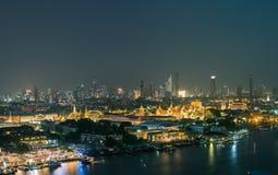 Osedd sikt för Thailand nigthpanorama den storslagna slotten arkivfoton