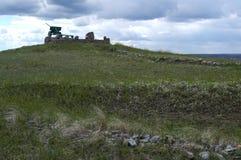 OSETRIVKA, RUSIA - 24 DE ABRIL DE 2017: foso herboso Fotografía de archivo libre de regalías