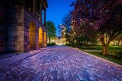 Osgoode Hall på natten, i i stadens centrum Toronto, Ontario royaltyfri foto