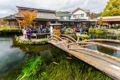 Oshino Hakkai, een klein dorp in Fuji Vijf Meergebied Stock Afbeeldingen
