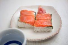 Oshizushi e causa di color salmone Fotografie Stock