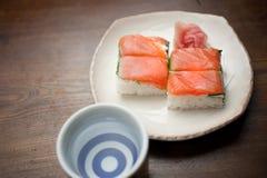 Oshizushi e causa di color salmone Immagine Stock