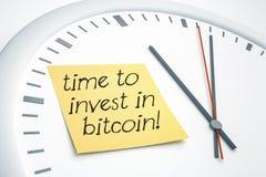 Osiąga z kleistym nutowym czasem inwestować w bitcoin Zdjęcie Stock