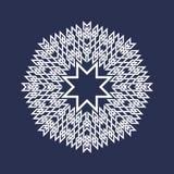 Osiem wskazywali kurenda wzór w orientale przecina linia styl Biały mandala w płatkach śniegu tworzy na błękitnym tle ilustracja wektor