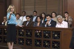 Oskarżyciel Z ławą przysięgłych W Sądzie Zdjęcie Royalty Free