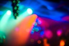Oskarp abstrakt färgrik kulör bakgrund i nattklubb med bokeh Arkivbild