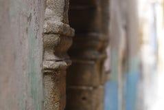 Oskarp bakgrund för marockansk gata Arkivfoto