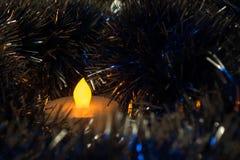 Oskarpa stearinljusbakgrunder i ljuset Arkivbild