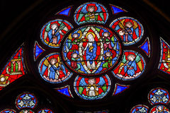 Oskuld Mary Angels Stained Glass Notre Dame Paris France royaltyfri fotografi