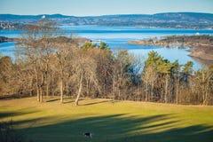 Oslo fiord bij dageraad Panorama van de heuvel van het Ekebergparken-park Stock Foto's