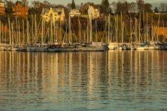 Oslo - fjord, fartyg på solnedgången Arkivbild