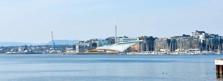 Oslo hamn eller hamn p? den Aker Brygge neighbourhooden i Oslo Oslo ?r huvudstaden av Norge arkivfoto