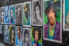 OSLO, NOORWEGEN - JULI 2015: Beroemdheidsportret het schilderen op de straat van Karl Johans Gate, Oslo, Noorwegen royalty-vrije stock foto's