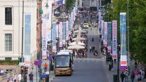 OSLO - NORGE, AUGUSTI 2015: sikt för gata för karl johansport arkivfilmer