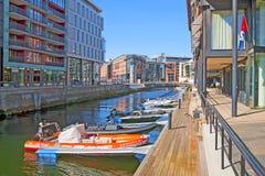 Oslo noruega Barcos privados en Aker Brygge Foto de archivo