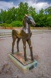 OSLO, NORUEGA - 8 DE JULHO DE 2015: Estátua de um jovem Fotos de Stock